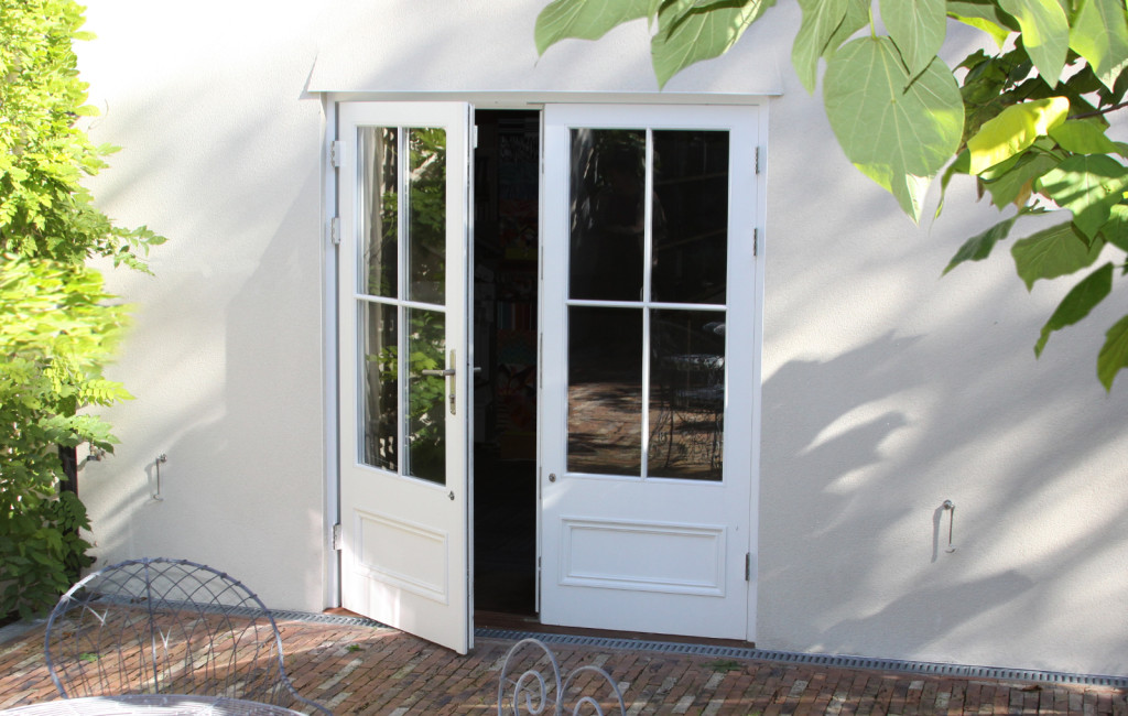 French door with projection hinges