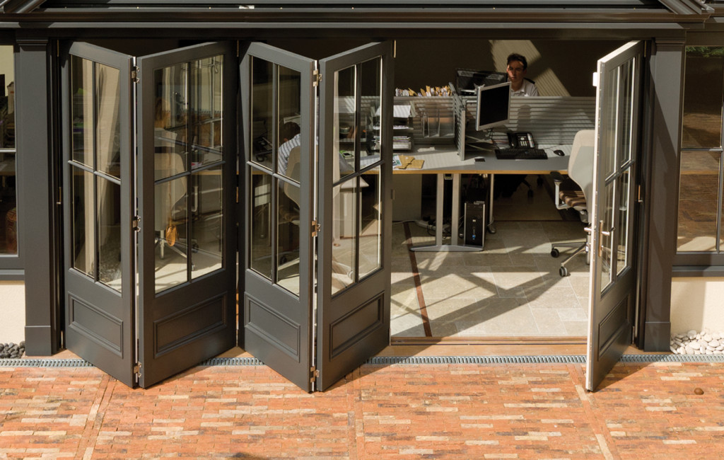 Stunning 5 door set featuring a panel base and a 4 pane design