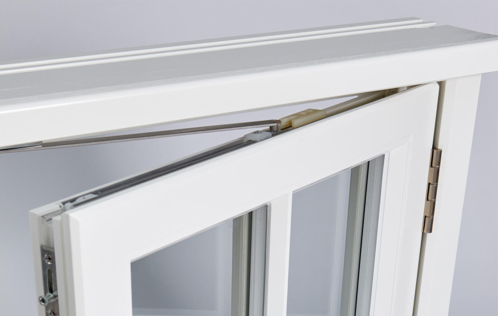 Casement window with butt hinge
